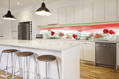 Kitchen-with-poppy-splashback_resized[1]